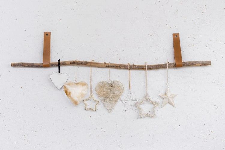ענף מיקס של 7 לבבות וכוכבים ורצועות עור