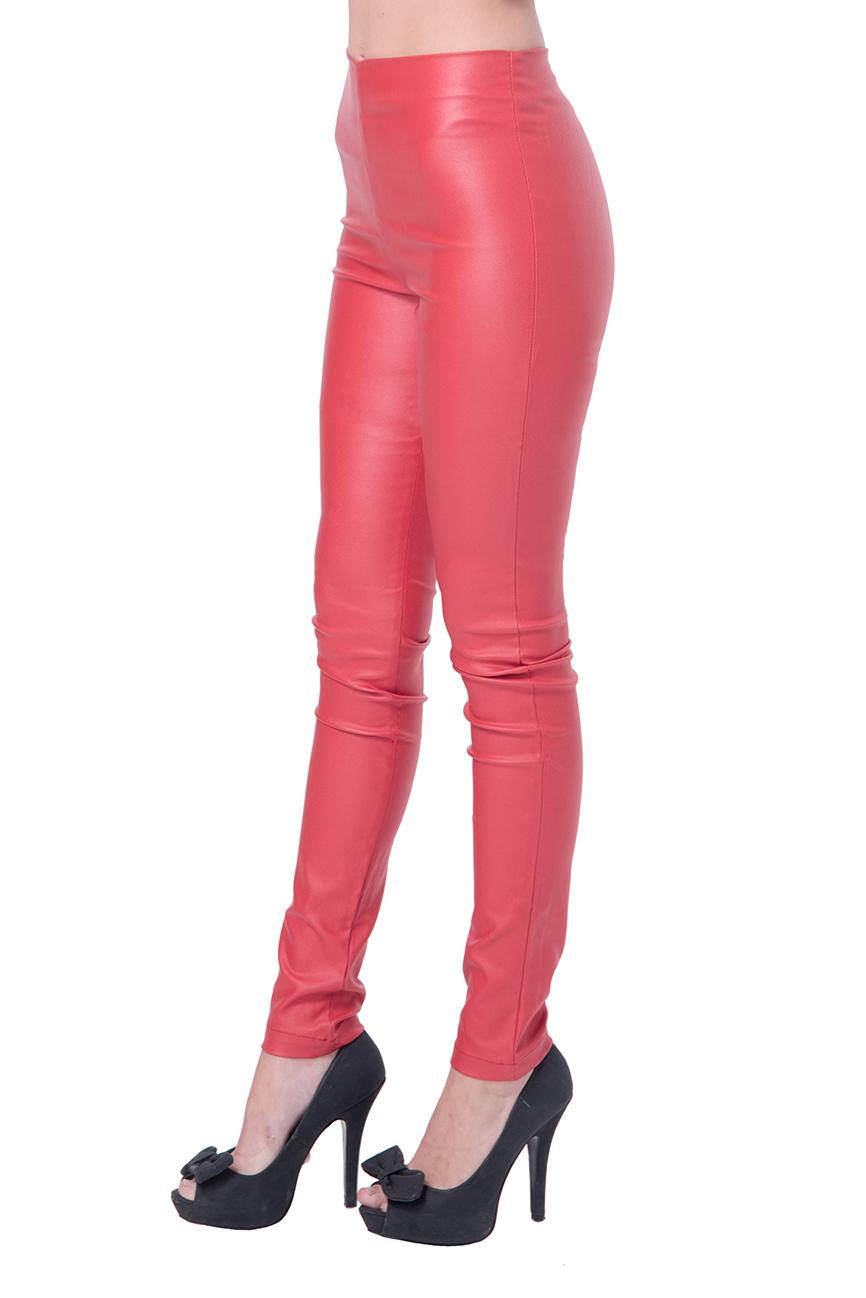 מכנס דמוי עור ללא רוכסן וללא כפתור בצבע אדום