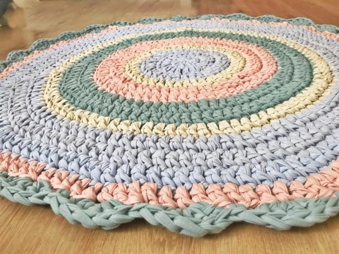 שטיח לעיצוב חדר הילדים בגוונים בהירים  המתאמים לחדר משותף לבת ובן. דגם יוניסקס