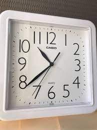 שעון קיר קסיו לבן מרובע IQ-02S-7DF