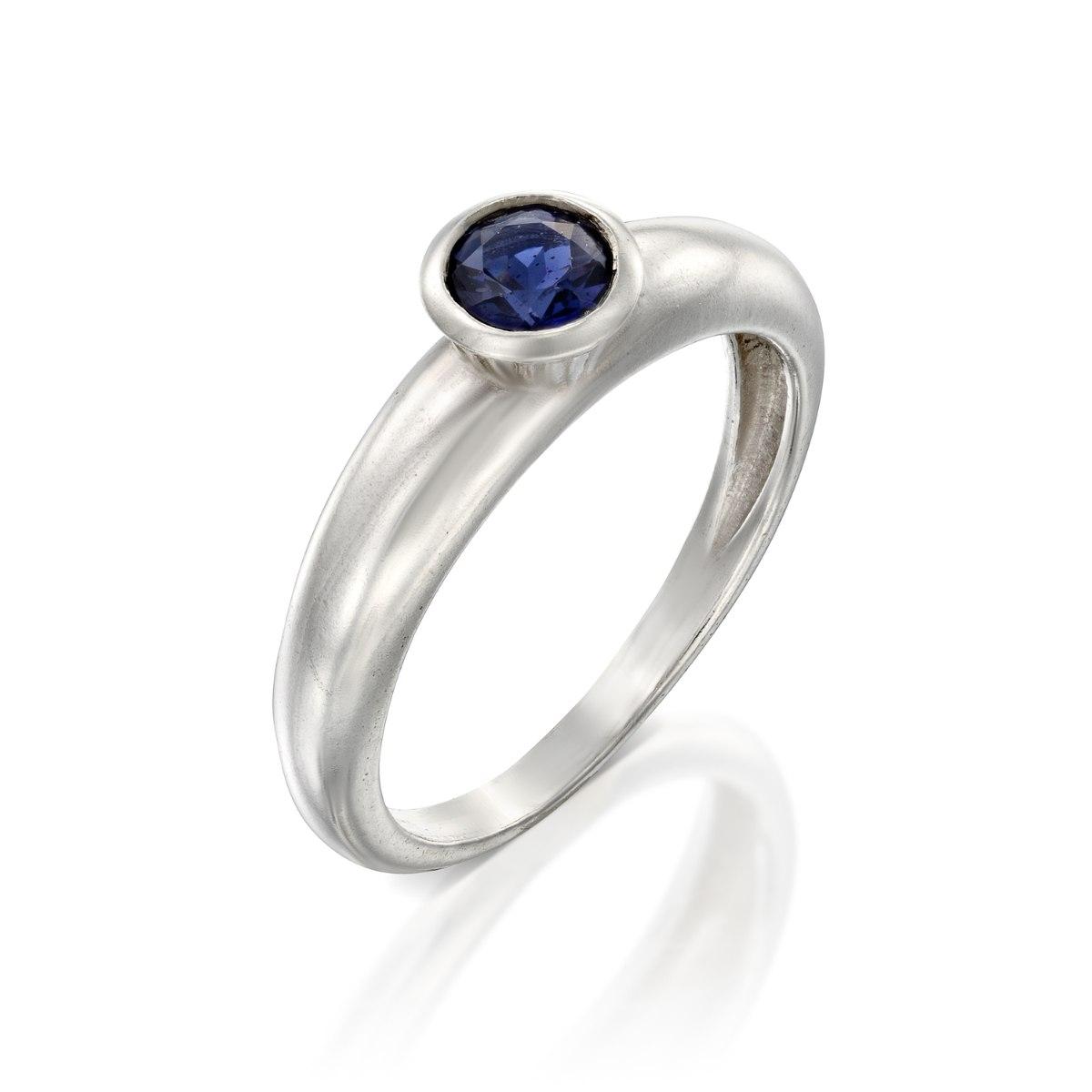 טבעת כסף עם בית אבן קאפקייק קטן משובצת באיולייט נועה טריפ noa tripp