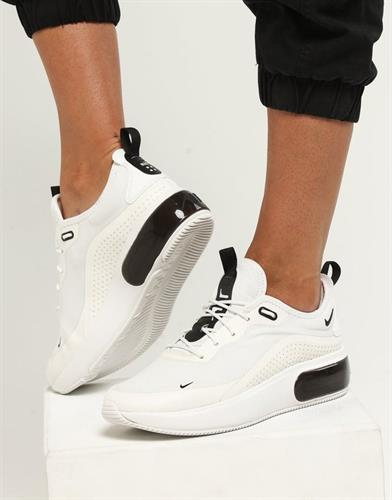 נעלי נשים נייק אייר מקס דיה צבע שחור/לבן דגם AQ4312 100