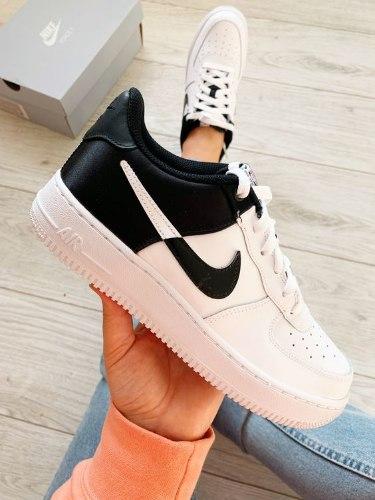 NIKE AIR FORCE נעלי נשים אייר פורס LV8 1 צבע לבן | שחור