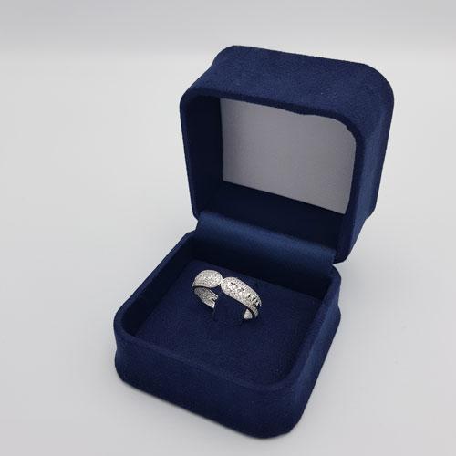 טבעת זהב לבן מעוצבת