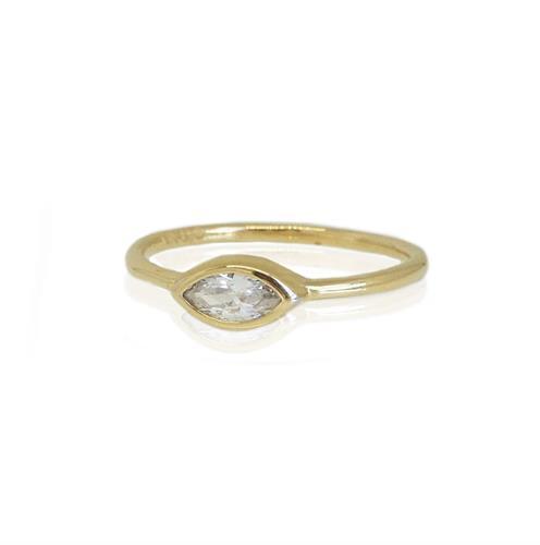 טבעת זהב עדינה לאישה עם אבן זרקון