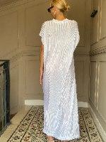 שמלת NAM - פליסה לבן