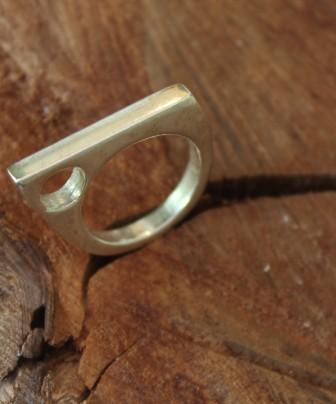 טבעת שפיץ עם חלון עגול