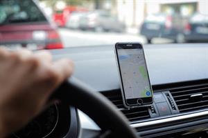 מעמד מגנטי לטלפון נייד ברכב