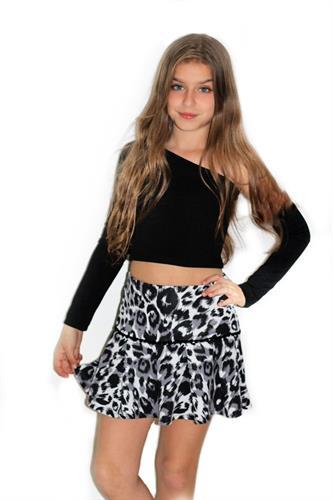סט חצאית דפוס מנומר וחולצת כתף אחת