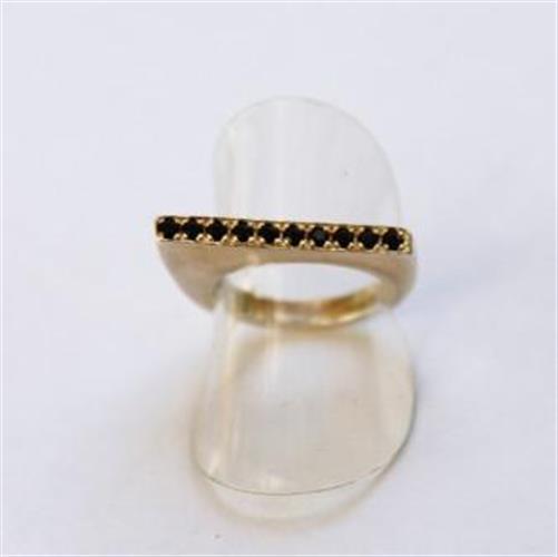טבעת שפיץ מכסף משובצת בזרקונים שחורים קטנים