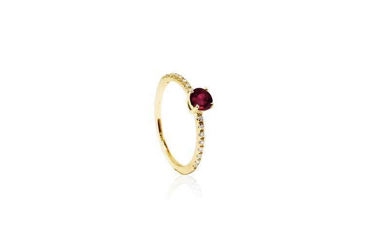 טבעת זהב עם אבן רובי ויהלומים