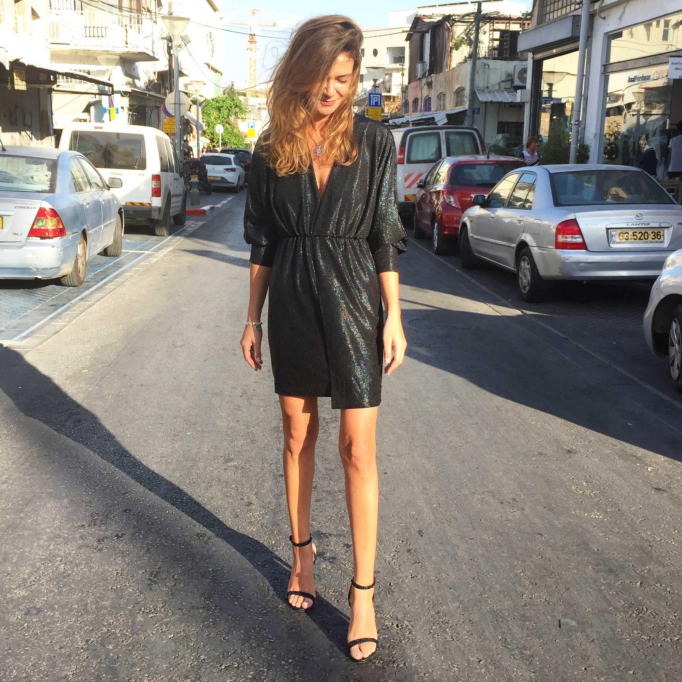 שמלת מריה שחורה טקסטורה