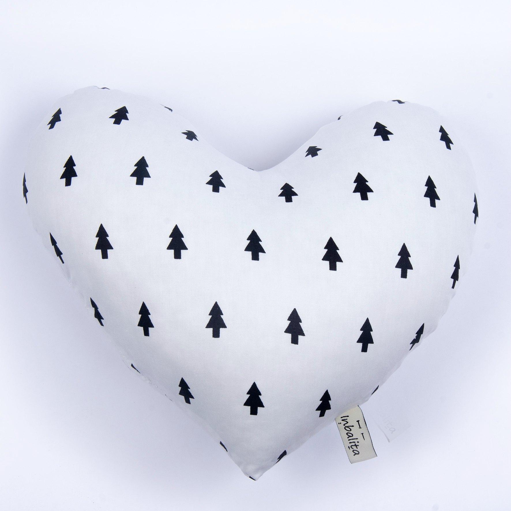 כרית לב דגם לבן עצים