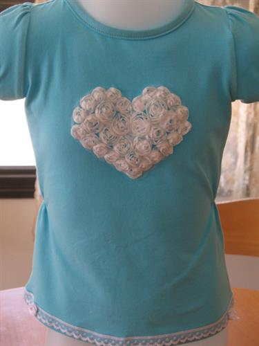 חולצות טורקיז עם לב