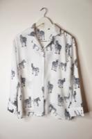 חולצה מכופתרת זברה לבן