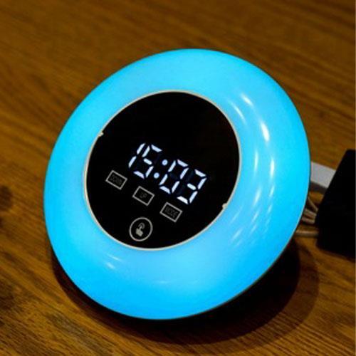 שעון דיגיטלי מחליף צבעים