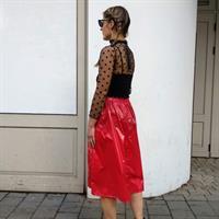 חצאית NYLON אדומה + מסכת NYLON אדומה מתנה