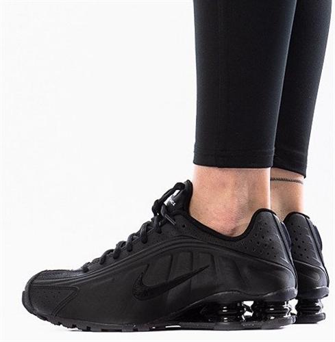 נעלי נשים נייק SHOX צבע שחור/שחור דגם bq4000-001