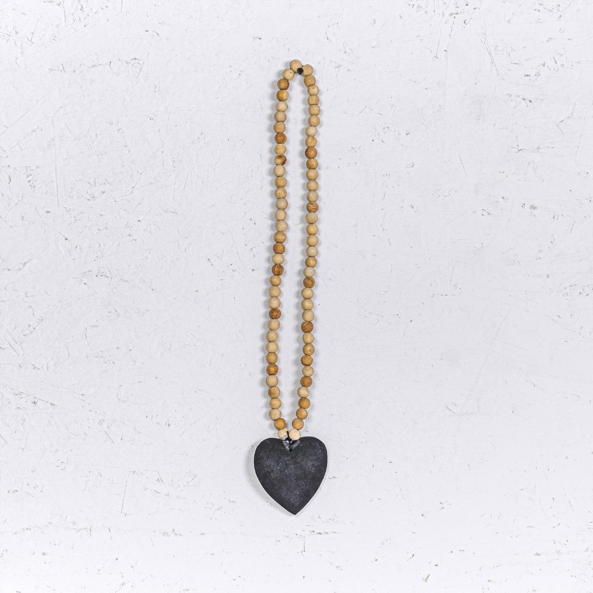 שרשרת חרוזי עץ טבעי עם לב שחור