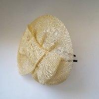 כובע אלגנטי צהוב