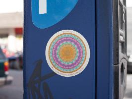 """מדבקת מנדלת """"מסע"""" - מנדלה מקורית בעבודת יד מודפסת על מדבקת ויניל"""