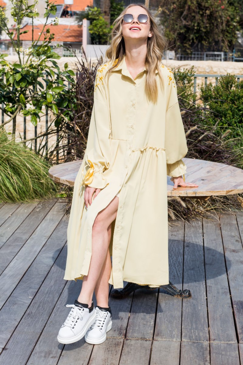 שמלה שילוב רקמות צהוב