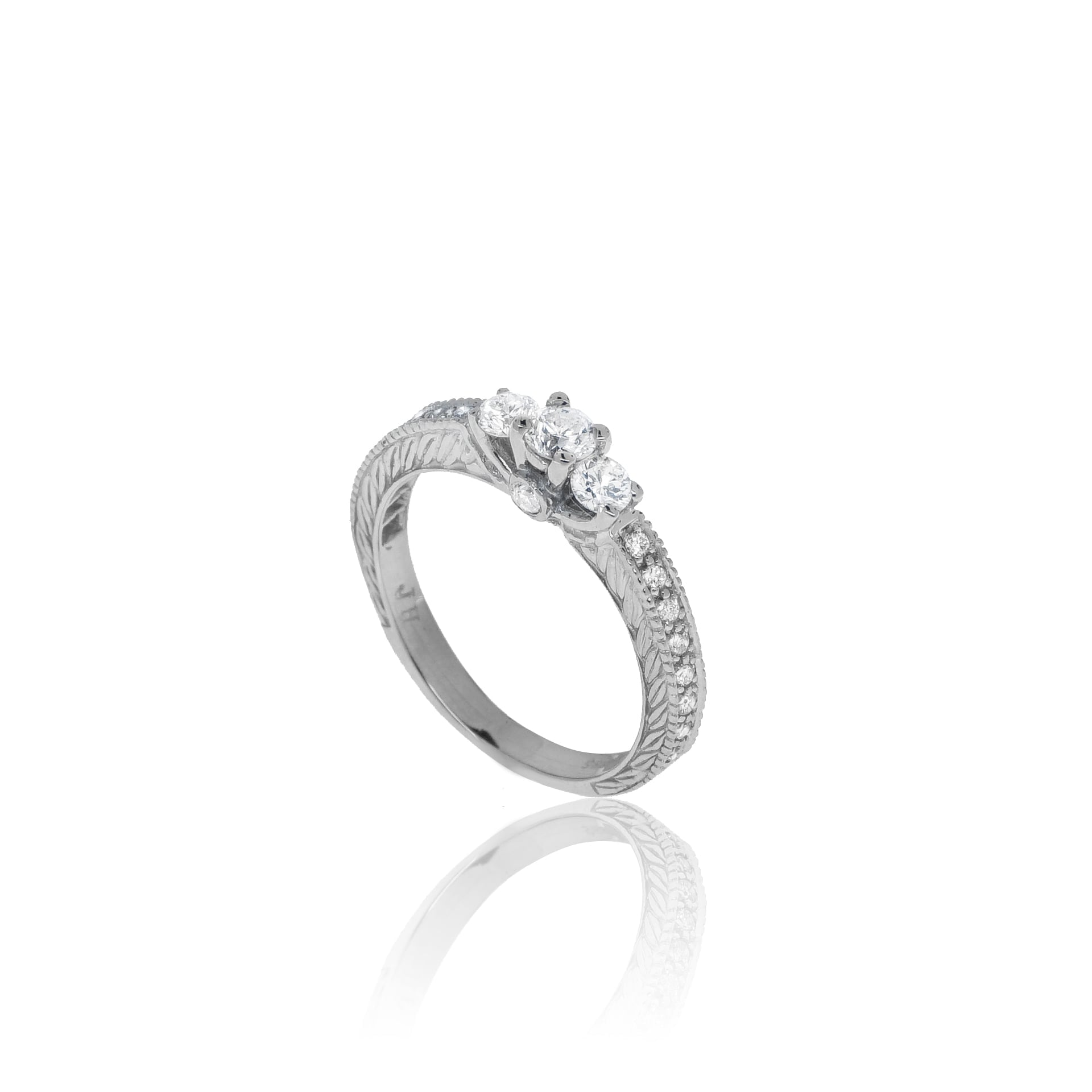 טבעת זהב וינטאג' משובצת יהלומים 0.84 קראט