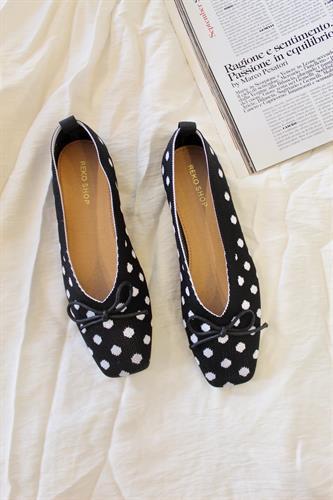 נעלי בובה נקודות בד סריג שחור