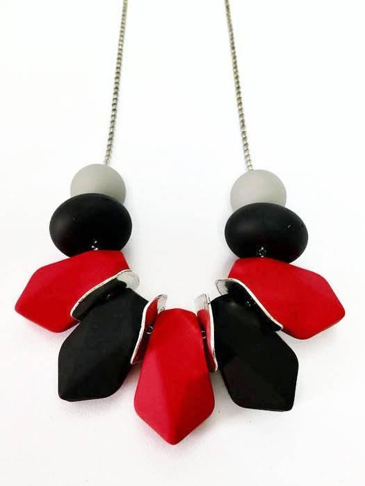 מחרוזת אופנתית באדום ושחור