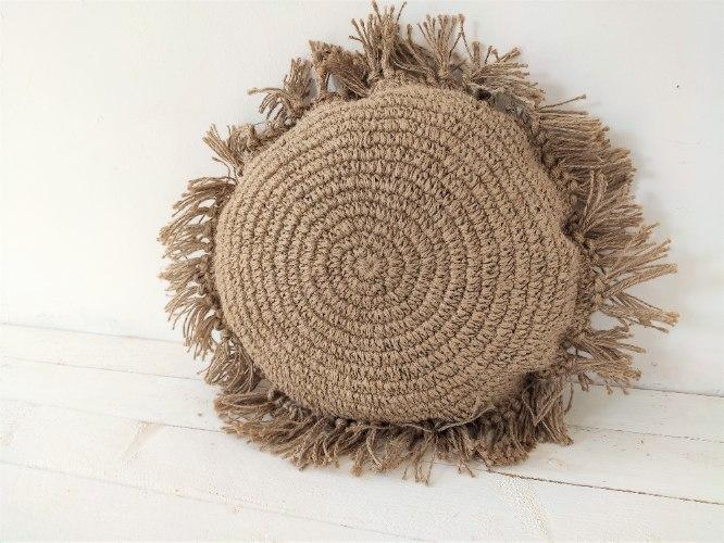 כרית עגולה עשויה חוט יוטה טבעי