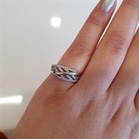 טבעת יפהפייה ומעוצבת בזהב וזרקונים