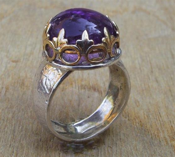 סיגליות פורחות טבעת