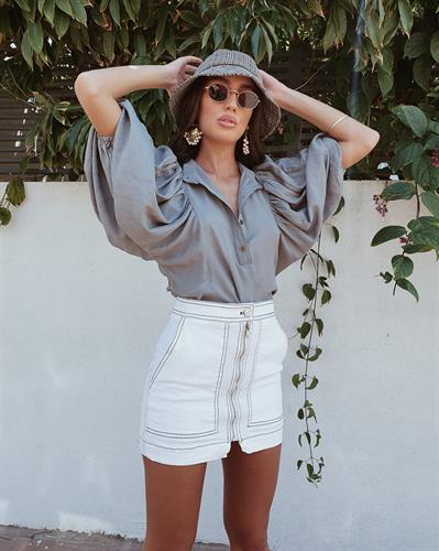 חולצת ג'ודית טווס - זית
