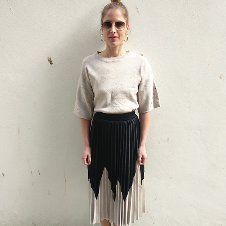 חצאית פליסה לולי - שחור/אבן
