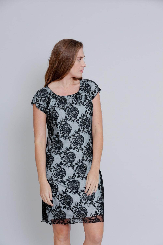 שמלת תחרה שחורה