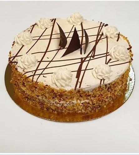 עוגת שכבות שוקולד וקצפת חגיגית