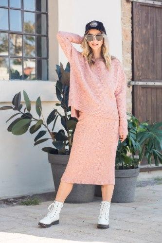 חליפת חצאית מיקה ורוד