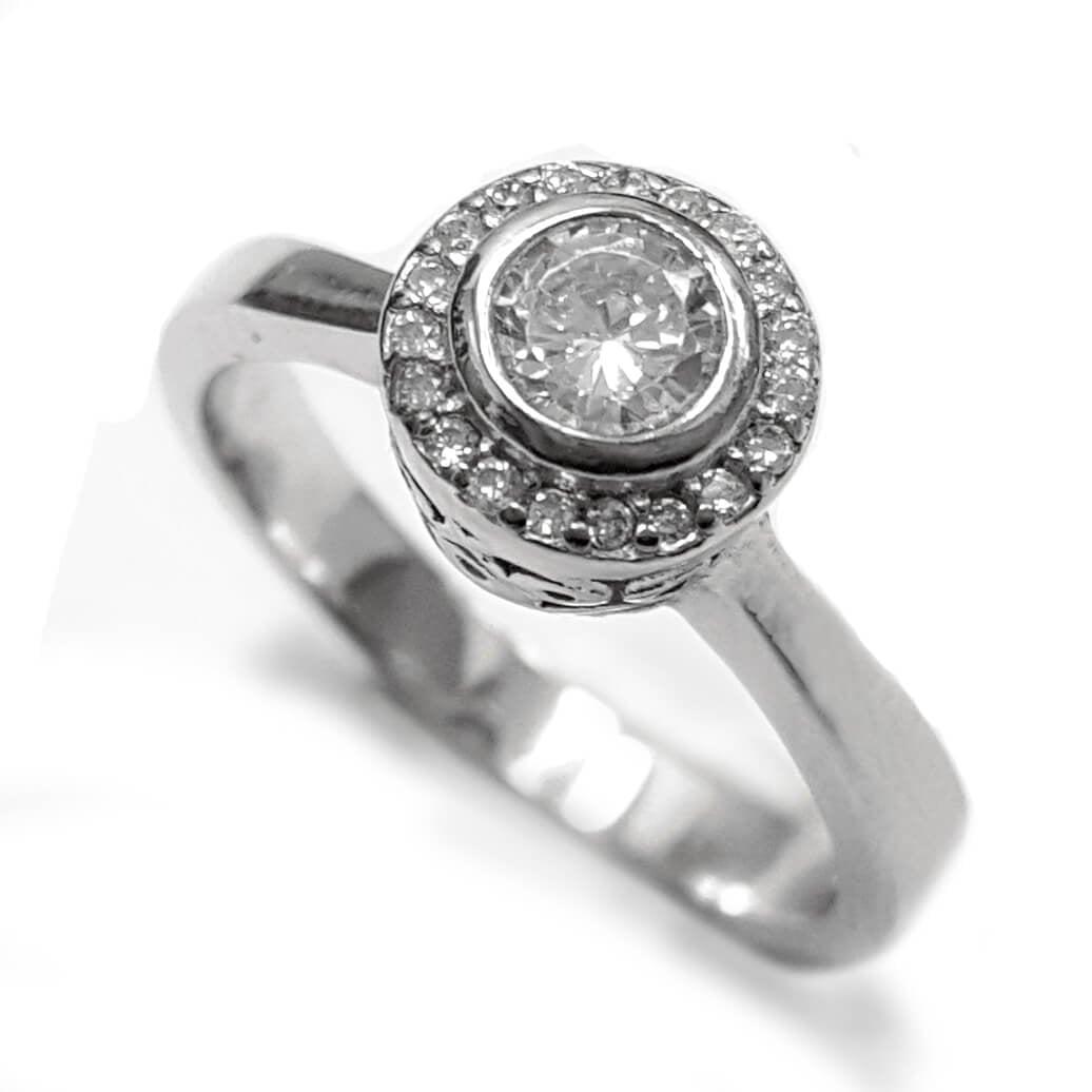 טבעת כסף משובצת זרקון סוליטר במרכזה ואבני זרקון  RG5556   תכשיטי כסף   טבעות כסף