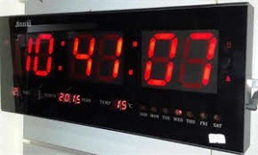 שעון קיר חשמלי לד גולף GOLF 4825R עם תאריך וטמפרטורה