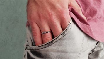 טבעת נישואין קלאסית ופופולרית לגבר בזהב 14 קרט- דגם WR129
