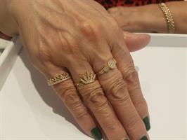 """טבעת זהב """"עיגולים"""" משובצים בזירקונים"""