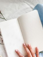 מחברת יומן מסע Travelers Notebook בעבודת יד עם עט
