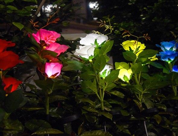 מנורת גן סולארית בעיצוב ורדים