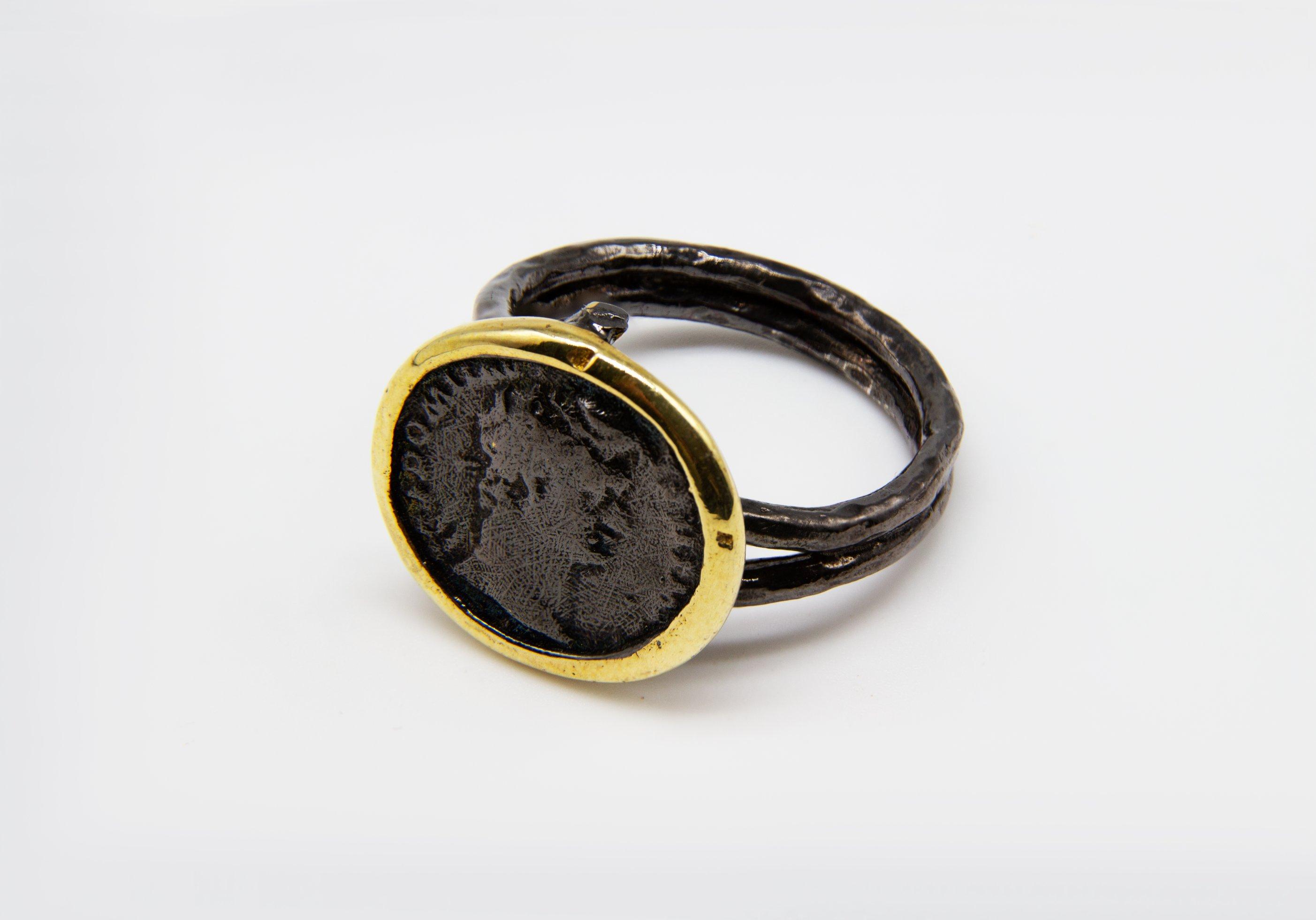 טבעת שחורה מכסף עם הטבעה