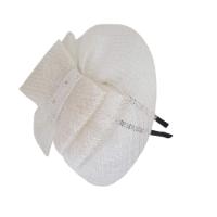 כובע לבן חגיגי