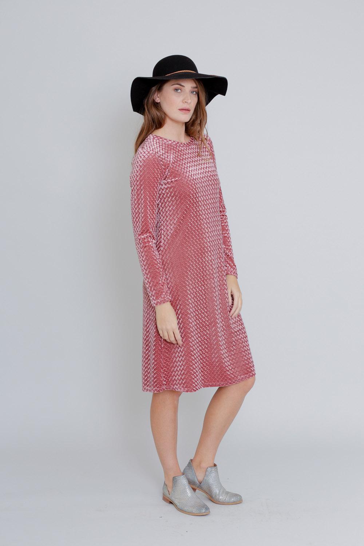 שמלת קטיפה ורודה
