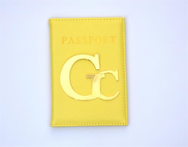 כיסוי לדרכון דמוי עור צהוב עם אותיות גדולות