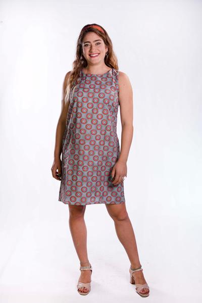 שמלת אריג באורך ברך עם עיבודים במחשוף