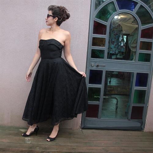 שמלת סטרפלס תחרה שחורה אורך מידי מידה S