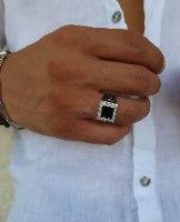 טבעת כסף לגבר ריבוע שחור וזרקונים